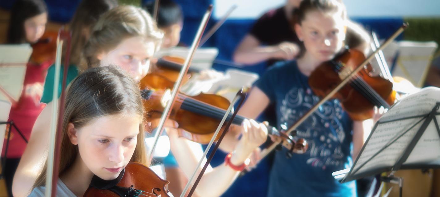 Elementar-Orchester des IMC spielt auf der Probe