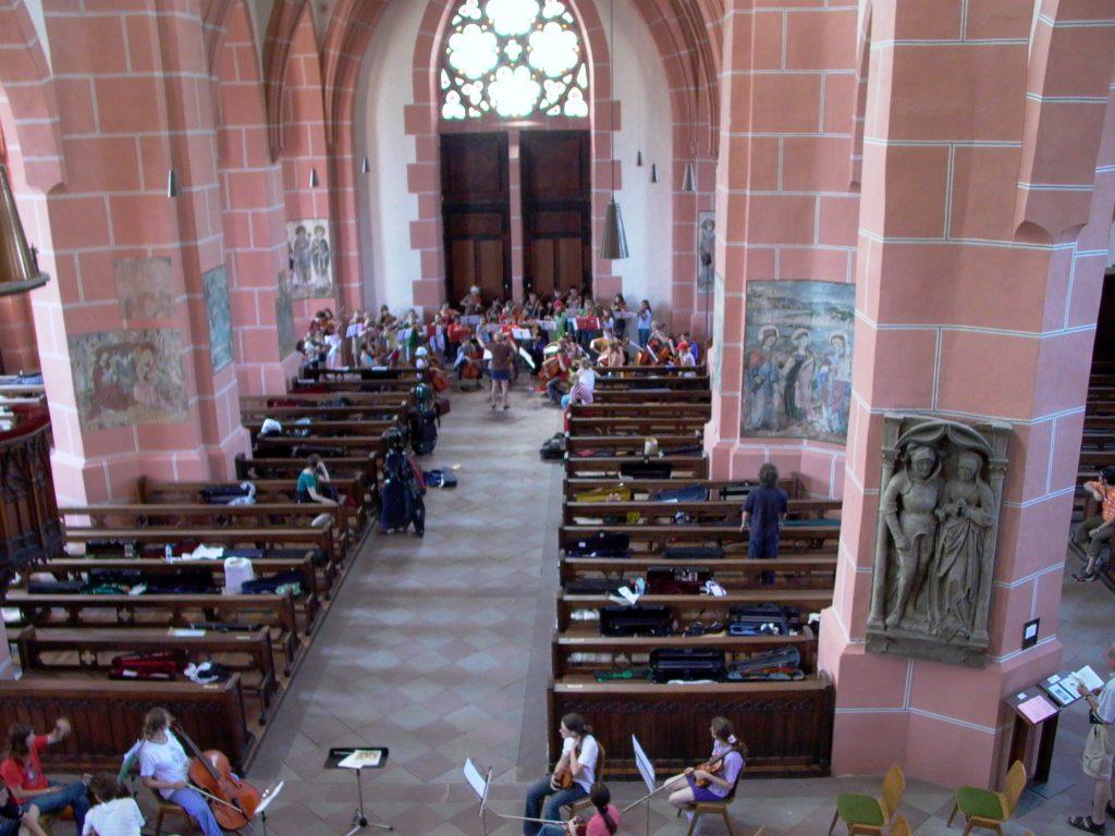 Ensembles bereiten sich in der Liebfrauenkirche auf das Konzert vor