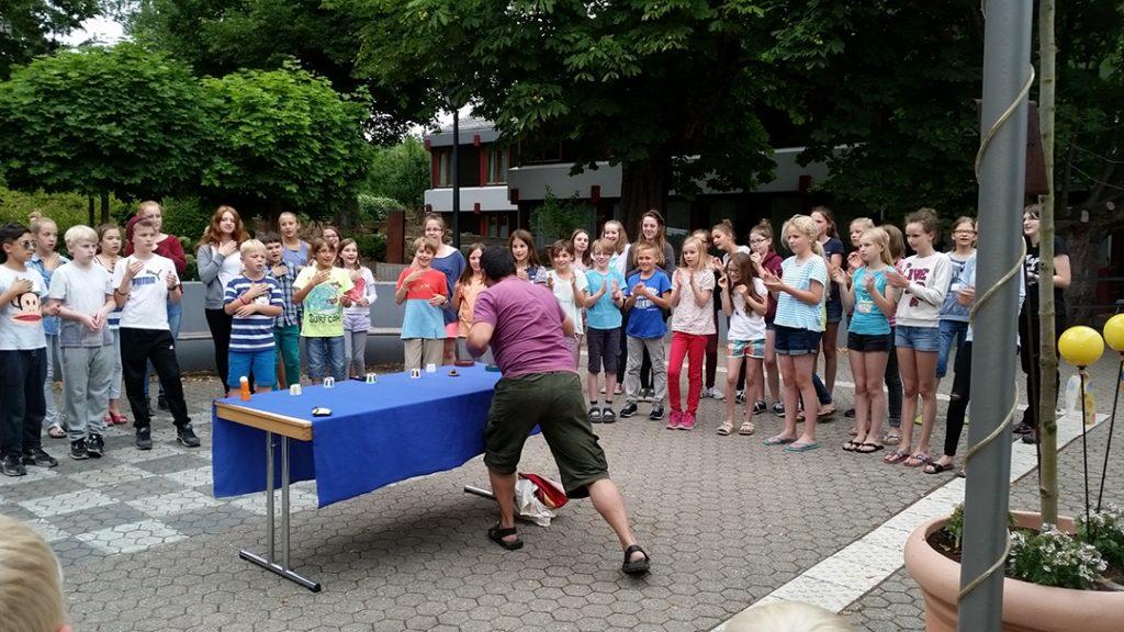 Workshop mit Vitor Fernandez im Freien.